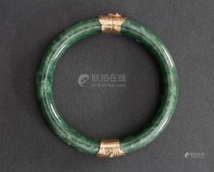 Jade-Armreif, wohl China, um 1960/70