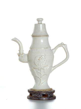 Chinese White Glazed 'Dehua' Ewer