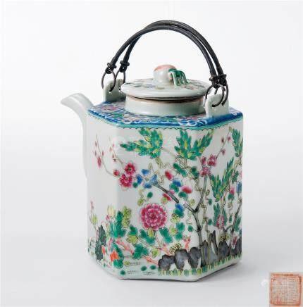 粉彩花卉纹水壶