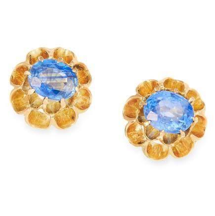 1.06 CARAT SAPPHIRE EARRINGS in yellow gold, each set