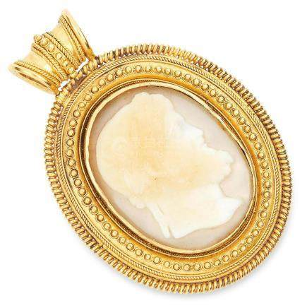 ANTIQUE CARVED CAMEO PENDANT in high carat yellow gold,