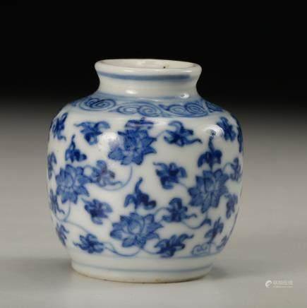 CHINESE BLUE WHITE FOLIAGE SNUFF BOTTLE