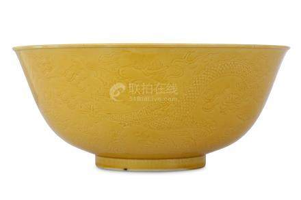 A CHINESE MUSTARD-GLAZED ANHUA 'DRAGON' BOWL.