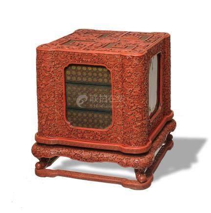 CHINESE CINNABAR LACQUER TIERED BOX, 18TH CENTURY 清乾隆 剔紅萬壽紋多