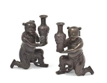 A PAIR OF CHINESE BRONZE TRIBUTE BEARERS
