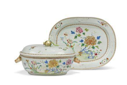 A CHINESE FAMILLE ROSE OVAL TUREEN, COVER AND STAND