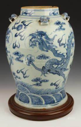 ANTIQUE QING PERIOD CHINESE PORCELAIN DRAGONS VASE