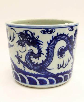 CHINESE BLUE & WHITE DRAGONS CACHE POT PLANTER