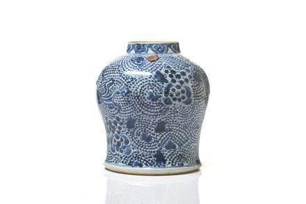 CHINESE MING BLUE & WHITE PORCELAIN JAR