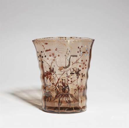 Vase chenilleTransparentes rauchfarbenes Glas mit polychromem, goldkonturiertem Reliefemail,
