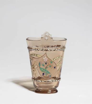 Vase parlante FUMEE EST PLAISIRDickwandiges Rauchglas mit polychromem Reliefemail, Goldkonturen,