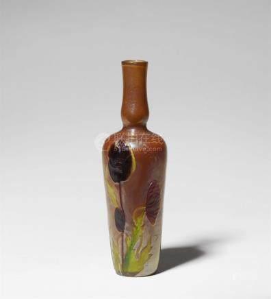 Vase coquelicotGelb unterfagenes irisiertes Klarglas mit hoch cameogeschnittenem, teils