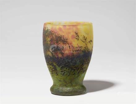 Vase paysage (soleil couchant)Matt geätztes Glas mit gelben, blauen und roten Pulvereinschmelzungen,