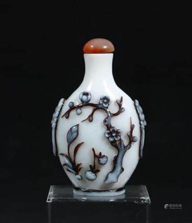 CHINESE TWO-TONE PEKING GLASS SNUFF BOTTLE