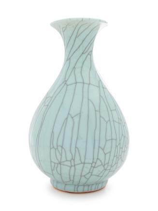 A Guan-Type Porcelain Bottle Vase, Yuhuchunping Height 5 1/8