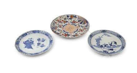A PAIR OF CHINESE BLUE AND WHITE FIGURAL DISHES, 19th century, in Kangxi style, 24.5cm diameter;