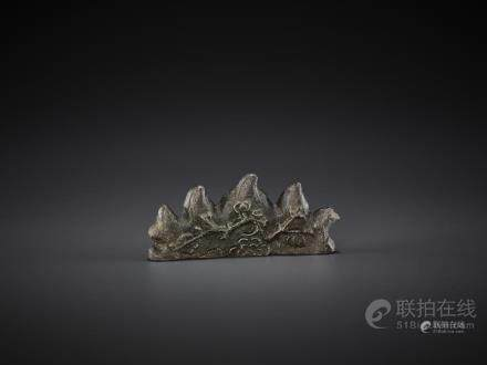 A BRONZE 'MOUNTAIN' BRUSH REST, MING