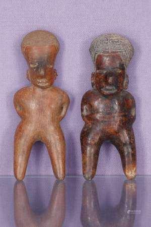 2 statuettes asexuées