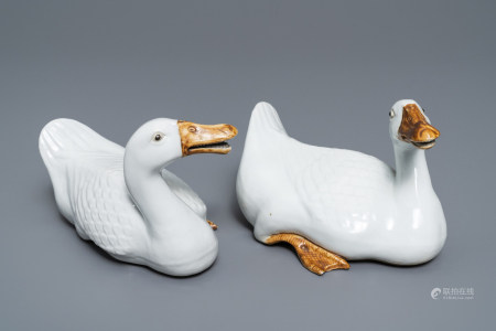 A pair of Chinese blanc de Chine models of geese, Republic, 20th C.