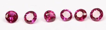 Lote formado por 6 rubíes, talla brillante.