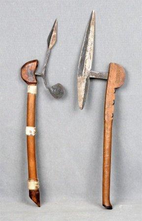 Lote formado por dos armas africanas.