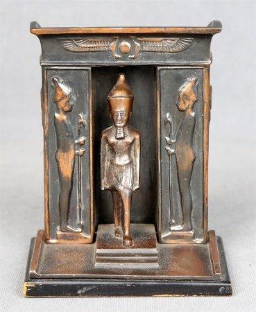 """Faraón con templete""."