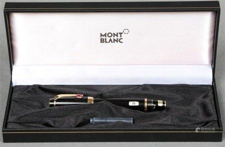 Pluma estilográfica, de la firma MONTBLANC.