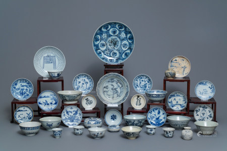 35 pieces of Chinese blue and white shipwreck wares, Ming and later