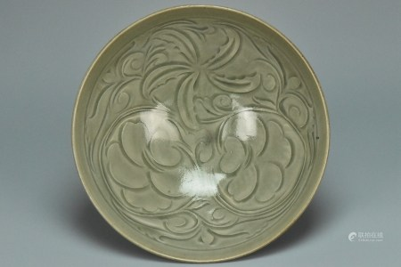 A LARGE SONG DYNASTY CARVED YAOZHOU BOWL