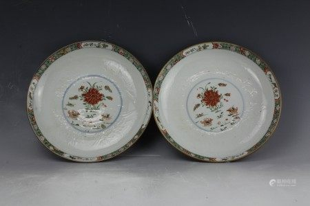 A Fine Pair Of Chinese Wucai Flower Plate