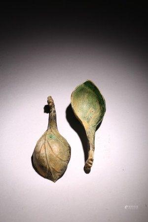 A PAIR OF GREEN JADE PHOENIX HEAD SPOONS