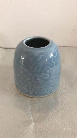 In the 1950s cloud pattern of Tianlan glaze jar