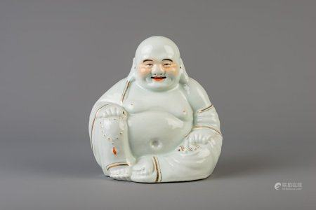 A large Chinese white, iron red and gilt porcelain figure of Buddha, 19th/20th C.