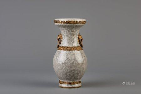 A Chinese grey crackle glazed vase, 19th C.