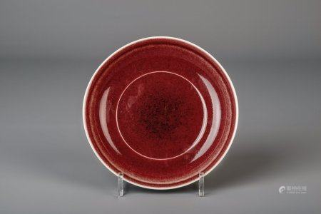 A Chinese powder red plate, Xuande mark, 19th/20th C.