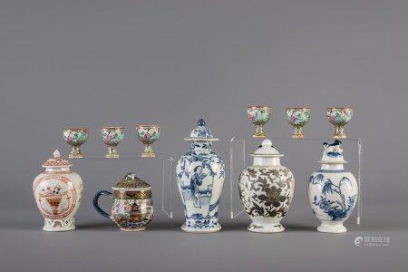 A varied collection of Chinese blue and white and famille rose porcelain, 18th/19th C.