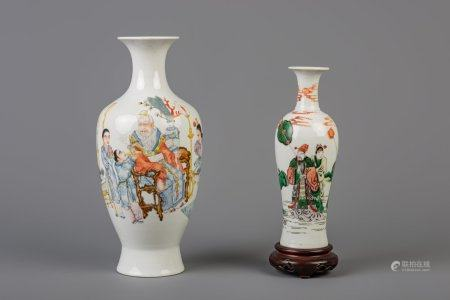 A Chinese famille rose and a famille verte vase, one of which with Qianlong mark, 19th/20th C.
