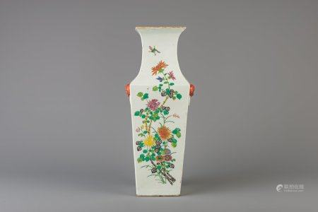 A Chinese square famille rose vase with floral design, 19th/20th C.