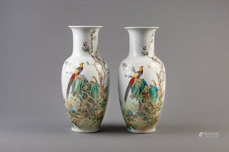 A pair of Chinese famille rose vases with birds, 20th C.