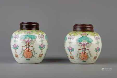 A pair of Chinese famille rose ginger jars with floral design and wooden cover, Qianlong mark, 19th C.