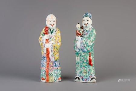 A pair of Chinese famille rose figures of immortals, 19th/20th C.