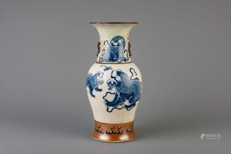 A Chinese Nanking blue and white crackle glazed vase with Buddhist lions, 19th C.