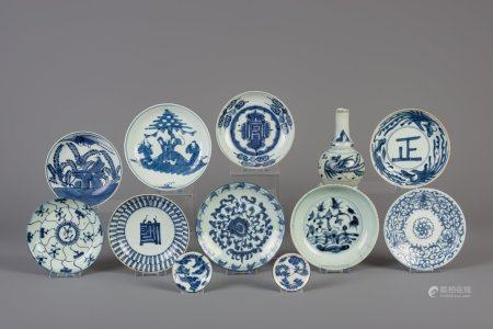 Eleven Chinese blue and white plates and a vase for the Southeast Asian market, 18th/19th C.