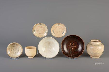 Six Vietnamese glazed saucers and bowls and a vase, 10th/15th C.