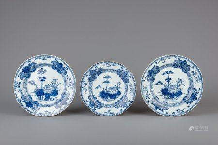 A pair of Chinese blue and white chargers and a plate with floral design, Qianlong