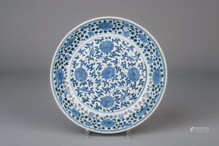 A Chinese blue and white charger with floral design, Yongzheng/Qianlong