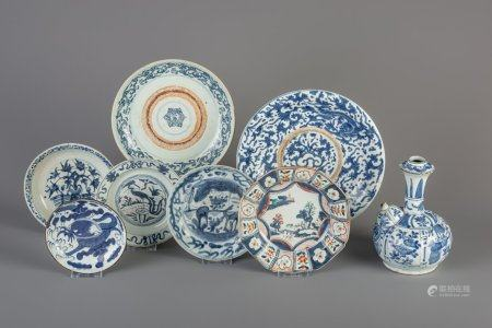Seven Chinese blue and white and famille verte plates and a blue and white kendi, Ming and Qing