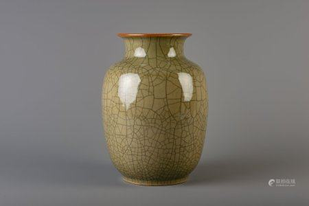 A Chinese crackle glazed celadon vase, 19th/20th C.