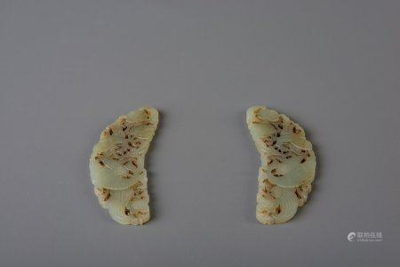 Two Chinese carved green jade ornaments with birds, 19th/20th C.