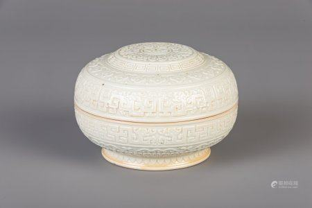 A Chinese blanc de Chine seal paste box and cover, Qianlong mark, 19th/20th C.
